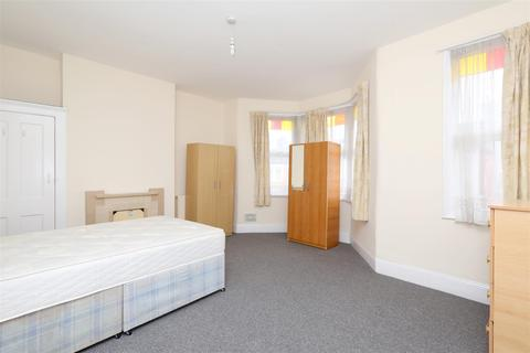 5 bedroom terraced house to rent - Allison Road, Haringey