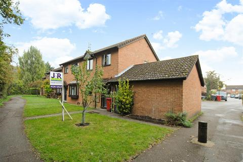 3 bedroom semi-detached house for sale - Baird Close, Cippenham