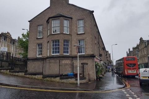 3 bedroom flat - Perth Road, Dundee