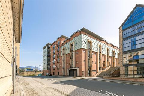 2 bedroom penthouse to rent - Curzon Place, Gateshead