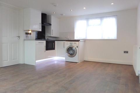 Studio to rent - Havelock Road, Southall, Middlesex