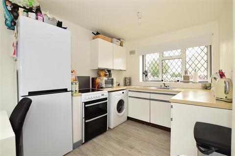 2 bedroom end of terrace house - Uxbridge Close, Wickford, Essex