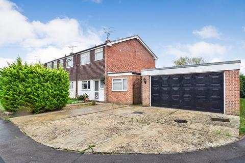 3 bedroom end of terrace house for sale - Coombe Road, Yateley