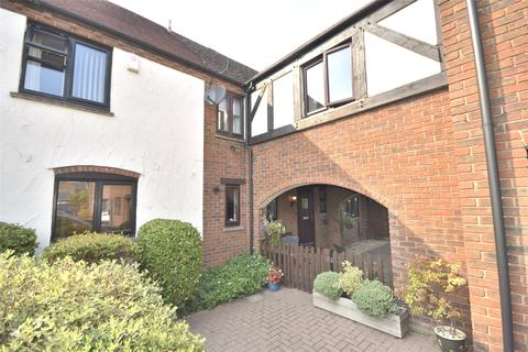4 bedroom terraced house for sale - Farriers Reach, Bishops Cleeve, Cheltenham, Gloucestershire, GL52