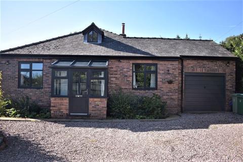 3 bedroom detached bungalow for sale - School Lane, Bronington