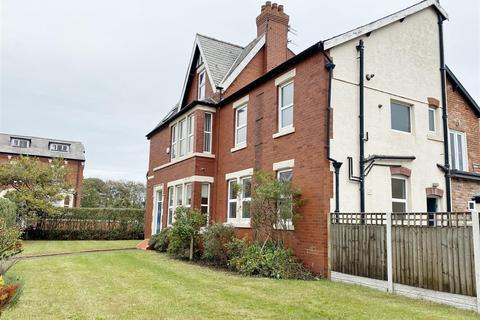 5 bedroom end of terrace house for sale - York Road, Lytham St Annes