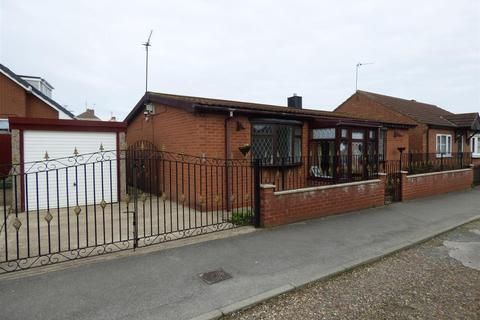2 bedroom detached bungalow for sale - Peace Walk, Preston, Hull, East Riding of Yorkshire, HU17 8UL