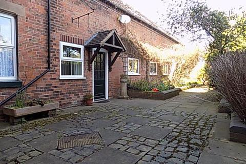 1 bedroom cottage to rent - White Hart Mews, Long St, Athersone