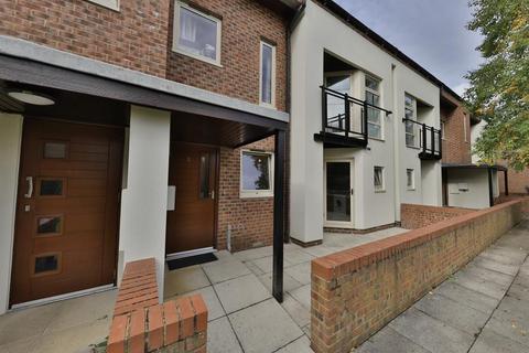 2 bedroom ground floor flat for sale - Lawrence Square, York, York, YO10 3FG