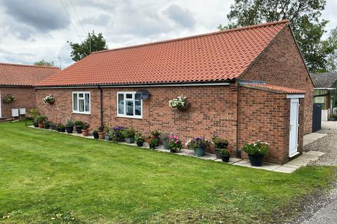 1 bedroom semi-detached bungalow for sale - Main Street, Shipton By Beningbrough, York, YO30 1AA