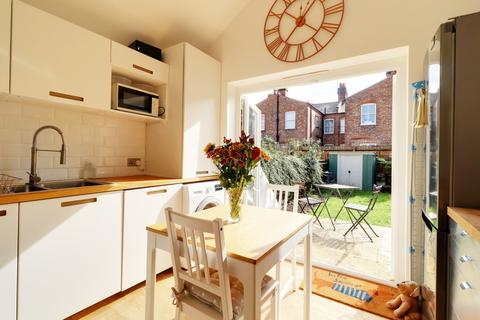 2 bedroom terraced house for sale - Farrant Avenue, Noel Park, Wood Green, London, N22