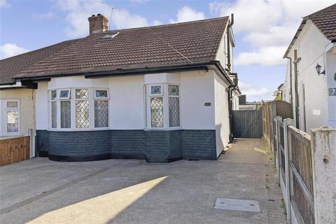 4 bedroom bungalow for sale - Newbury Gardens, Upminster, Essex