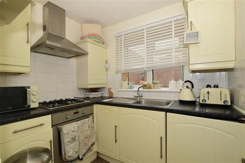 2 bedroom semi-detached house for sale - Hasted Close, Greenhithe, Kent