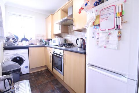 2 bedroom flat to rent - Goldsmith Road, London, E10 5HA
