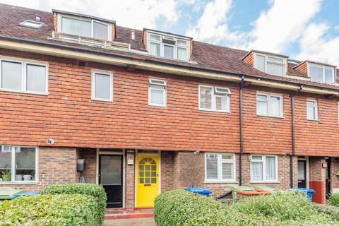 3 bedroom terraced house to rent - Ambergate Street Kennington SE17
