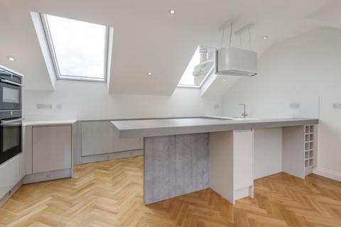 4 bedroom apartment to rent - Sarre Road, West Hampstead, NW2