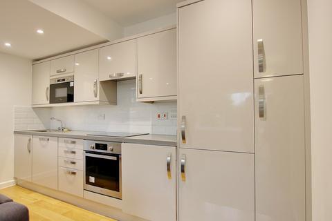 2 bedroom flat - 46 Peartree Avenue, Southampton