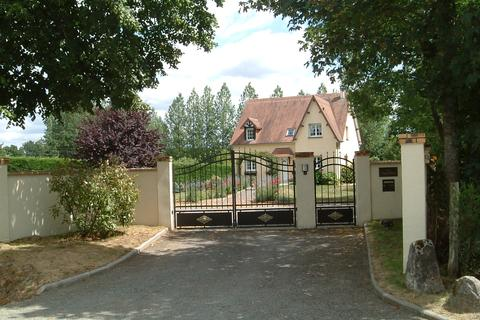 4 bedroom detached house - La Sauvagere, Normandy