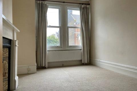2 bedroom apartment to rent - Comyn Road, London SW11