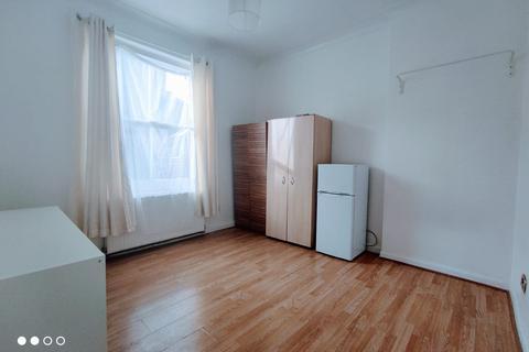 4 bedroom flat to rent - 11 Powell Road, Hackney E5