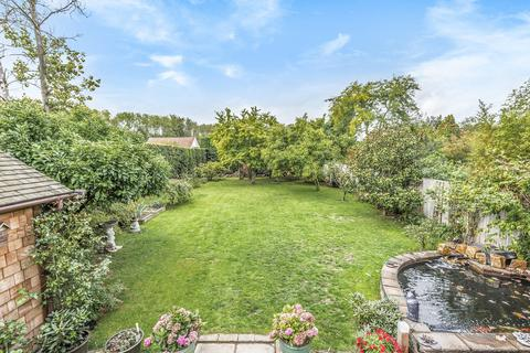 4 bedroom detached bungalow for sale - The Green, Offham