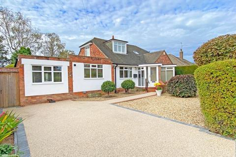 3 bedroom detached bungalow - Rossett Park Road, Harrogate