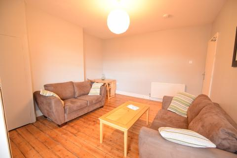 1 bedroom in a flat share to rent - Addycombe Terrace, Heaton