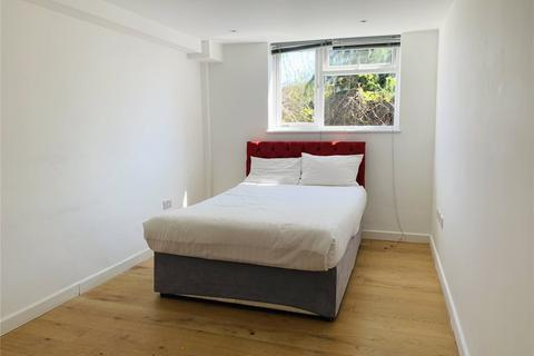 3 bedroom apartment to rent - Balham High Road, London, Tooting Bec, SW17