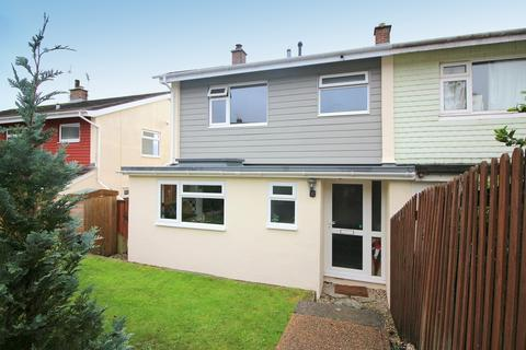 3 bedroom semi-detached house - Castlemead Close, Saltash