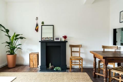 2 bedroom flat for sale - Stockwell Gardens Estate, London