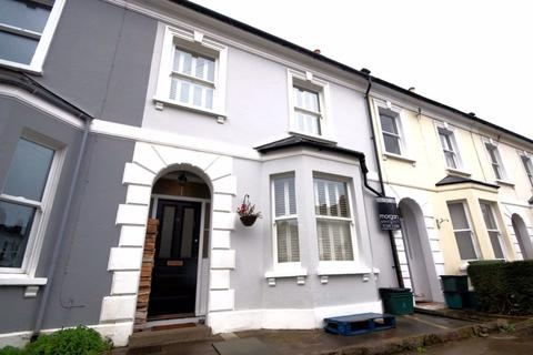 3 bedroom house to rent - Fairview GL52 6BD