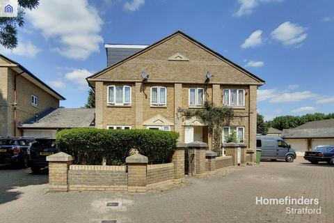 5 bedroom semi-detached house for sale - Nightingale Way, Beckton, E6