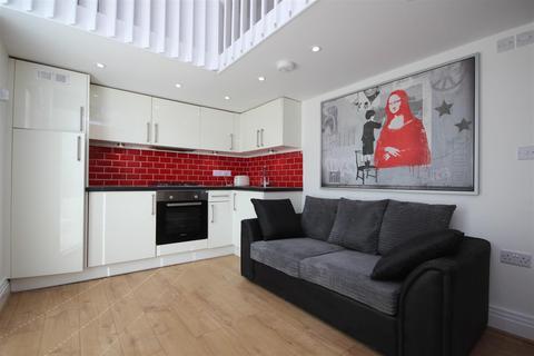 Studio to rent - Manor Park Road, Harlesden, NW10 4JW