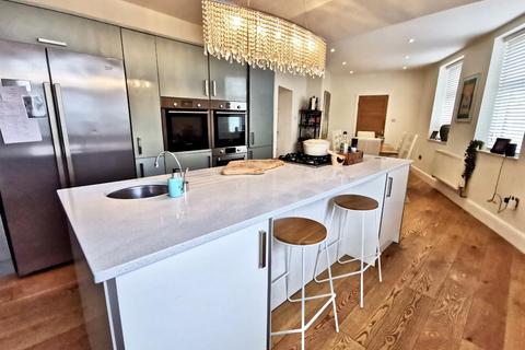 3 bedroom semi-detached house for sale - Hough, Northowram, Halifax