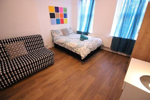 3 bedroom flat for sale - Collingwood Street, London