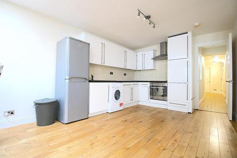 3 bedroom flat to rent - 34 Cannon Street Road, London