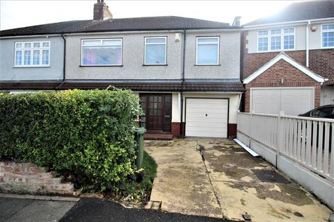 4 bedroom semi-detached house to rent - Selwyn Crescent Welling DA16