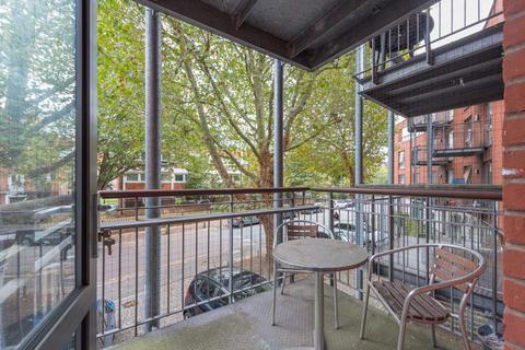 2 bedroom flat - Ashfield Court, Stockwell, SW9