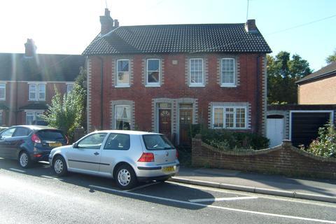 3 bedroom semi-detached house to rent - Bridge Road, Farnborough