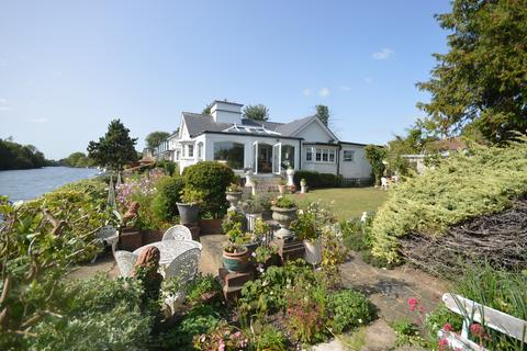 3 bedroom detached bungalow for sale - Sunbury Court Island, Sunbury on Thames, Middlesex