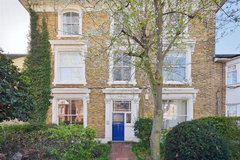 1 bedroom ground floor flat - Wellesley Road, Central Chiswick, W4