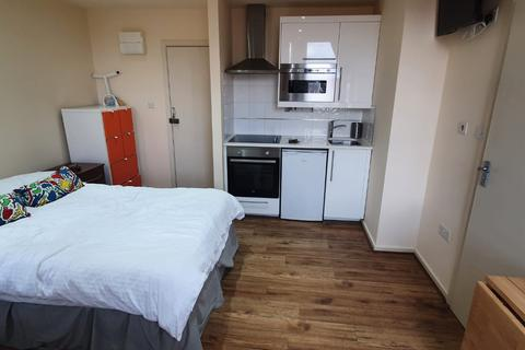 Studio to rent - High Road, London NW10