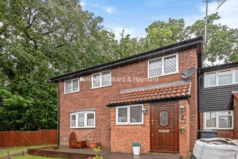 3 bedroom semi-detached house for sale - Marshalls Close, New Southgate