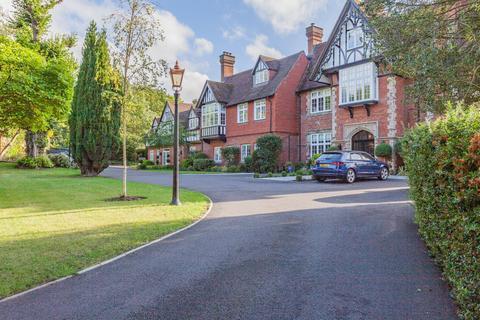 3 bedroom flat - Westerham Road Keston BR2