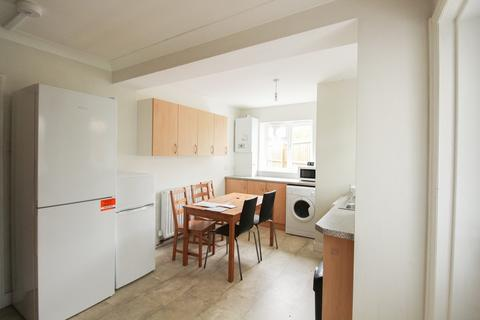 4 bedroom semi-detached house to rent - Burgess Road , Southampton