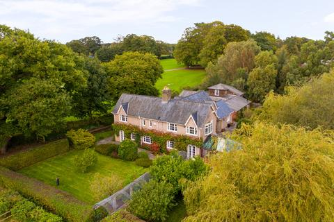 3 bedroom farm house for sale - Thornton Hough, Wirral