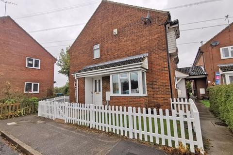 2 bedroom terraced house for sale - Iris Close, Aylesbury