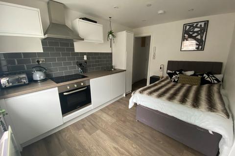 Studio to rent - Mansel Street, Swansea, SA1