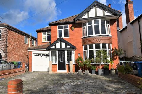 5 bedroom detached house - Woodhouse Lane, Sale, M33