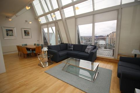 3 bedroom penthouse to rent - N V Building, 100 The Quays, Salford, M50